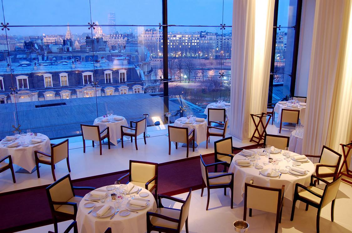 Romantic restaurants in paris vow renewals elope in paris - La maison hantee paris ...
