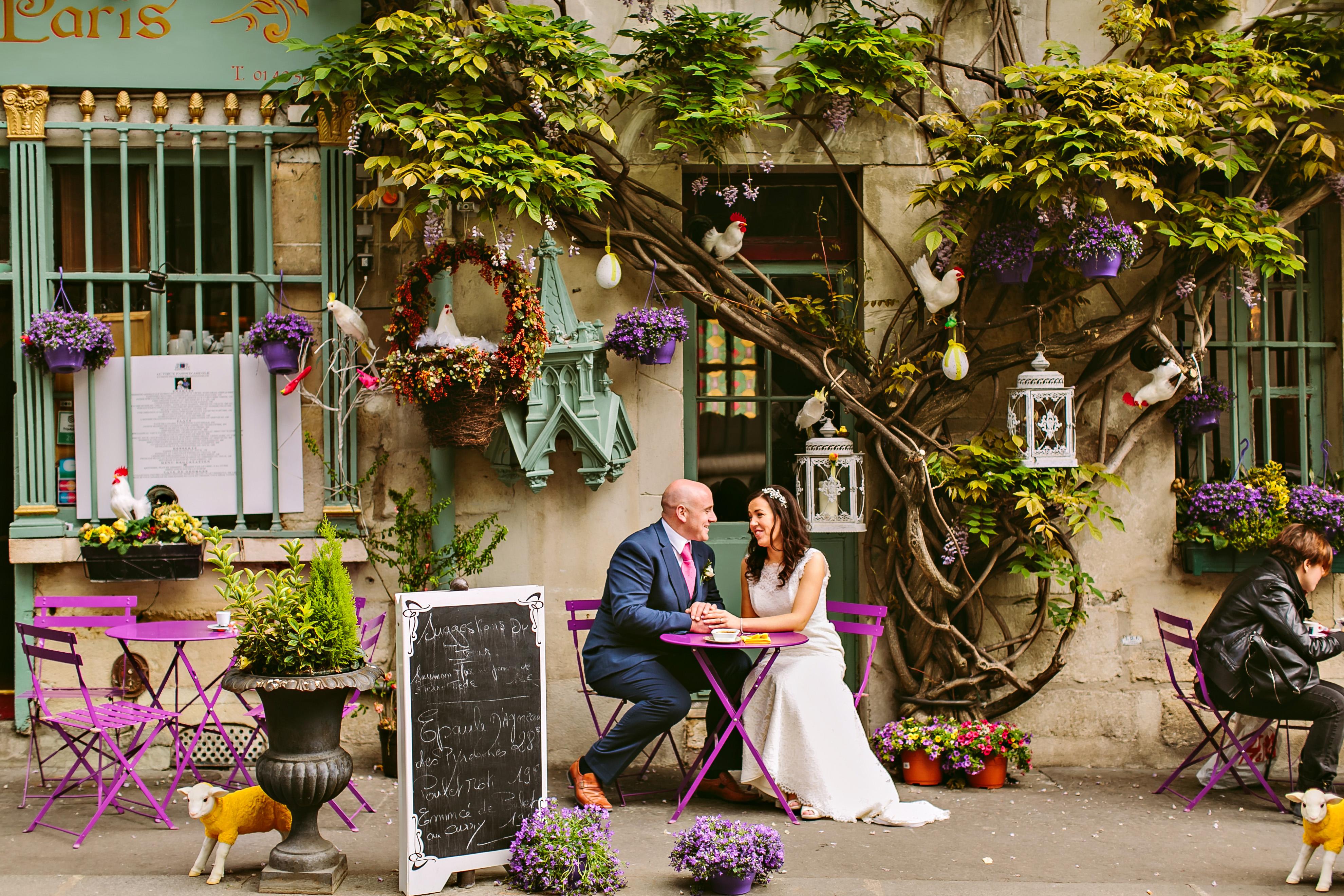 Au Vieux Paris d'Arcole purple flower wall wedding
