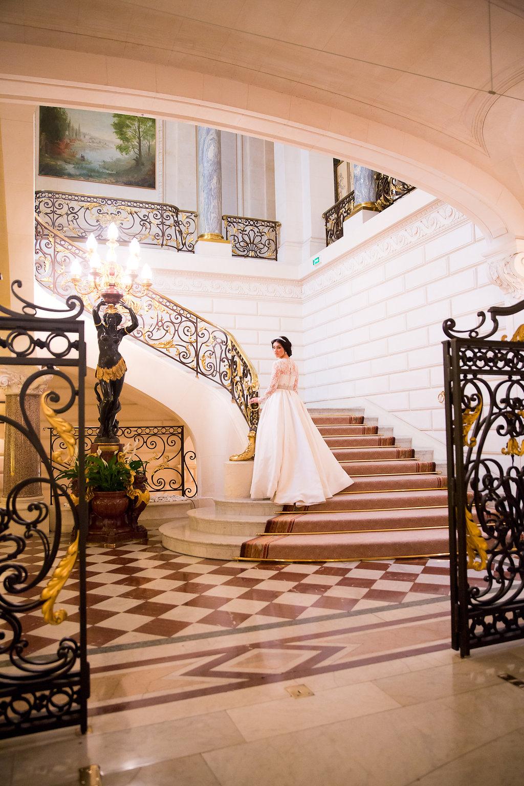 wedding staircase paris shangri la hotel
